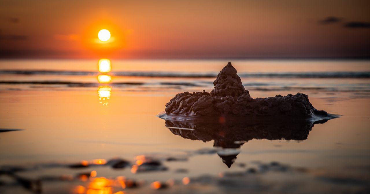 https://ergobow.com/wp-content/uploads/2020/07/sand-castle-on-seashore-during-golden-hour-1685504-1280x670.jpg