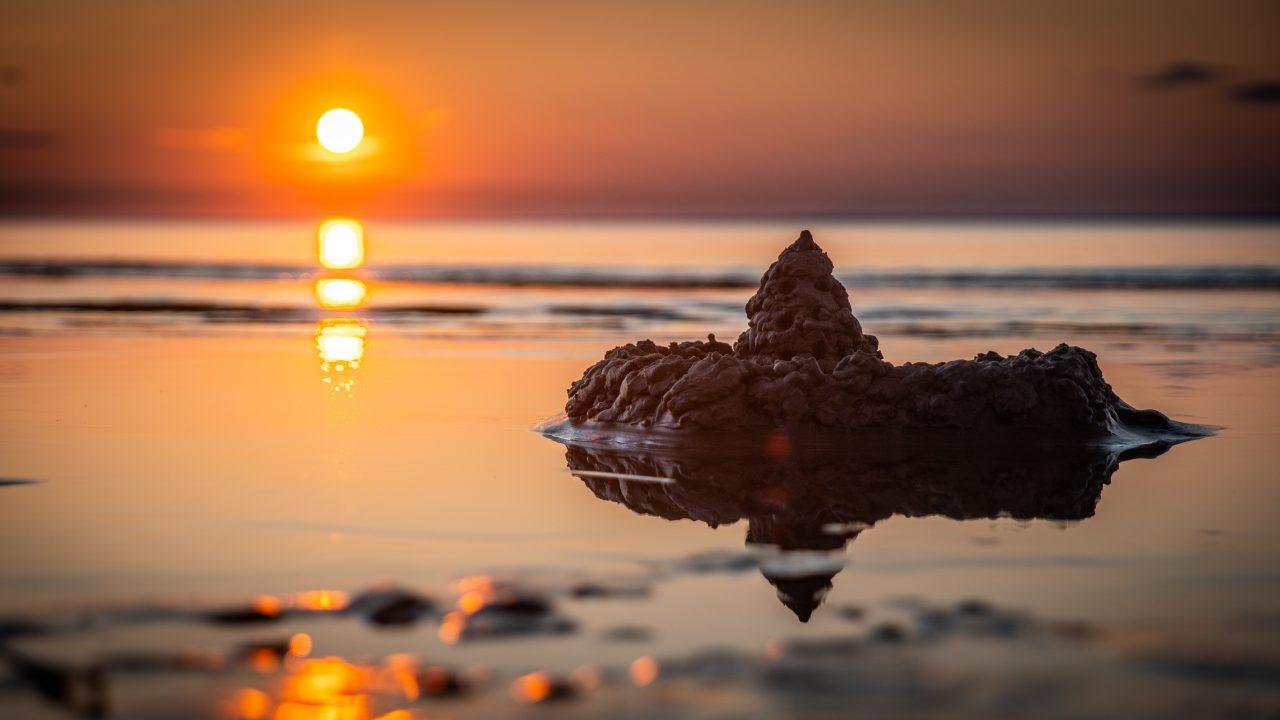 https://ergobow.com/wp-content/uploads/2020/07/sand-castle-on-seashore-during-golden-hour-1685504-1280x720.jpg